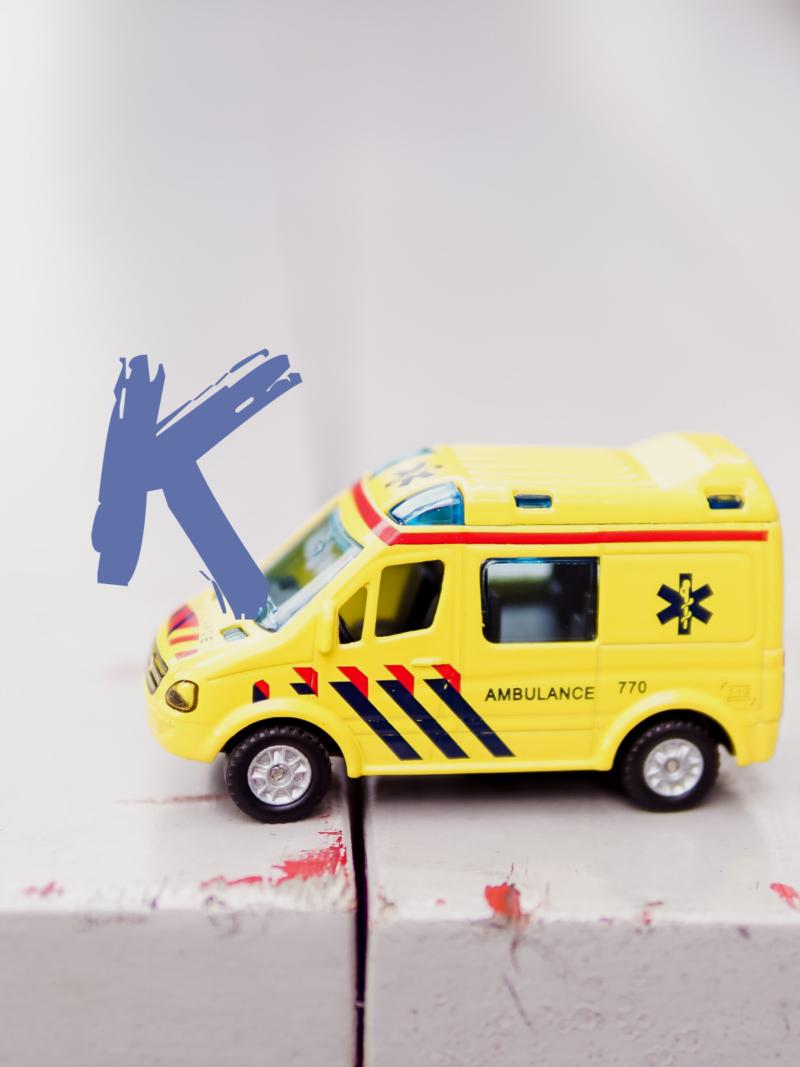 insynuująca weight bias branży medycznej żółta zabawkowa karetka ratunkowa